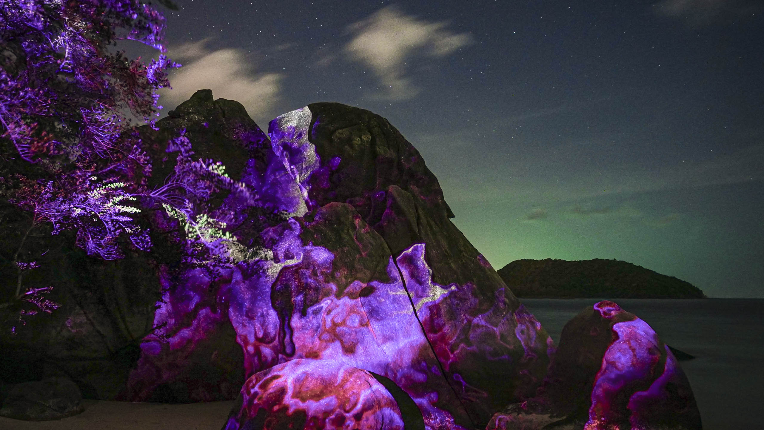 light art, 3d projection mapping by philipp frank. Located on a rock at the beach